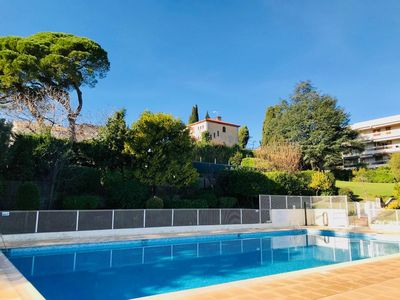 Photo for Fantastic Apartment in Antibes: large swimming pool, terrace, parking & AC