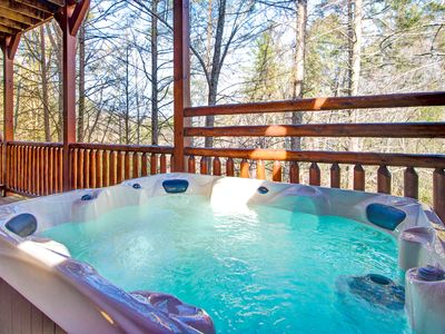 There are two hot tubs too - Hemlock Inn's roomy wraparound decks house two hot tubs, so that everyone can get a chance to laze among the steamy bubbles after a day of hiking, skiing, golfing, or rafting.