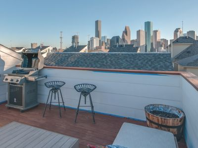 Photo for Modern 3 Br, Downtown View Rooftop