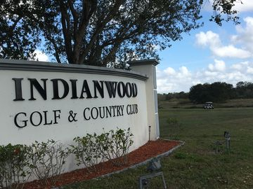 Indianwood Golf & Country Club, 2bd 2bth newly remodeled, clubhouse,senior comm