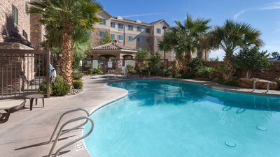 Photo for Free Breakfast. Pool & Hot Tub. An Outdoor Adventure!