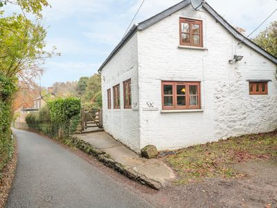 Photo for HAPPY COW, pet friendly, with open fire in Symonds Yat, Ref 981620