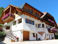 Great apartment in a fanastIc location overlooking the village and the mountains