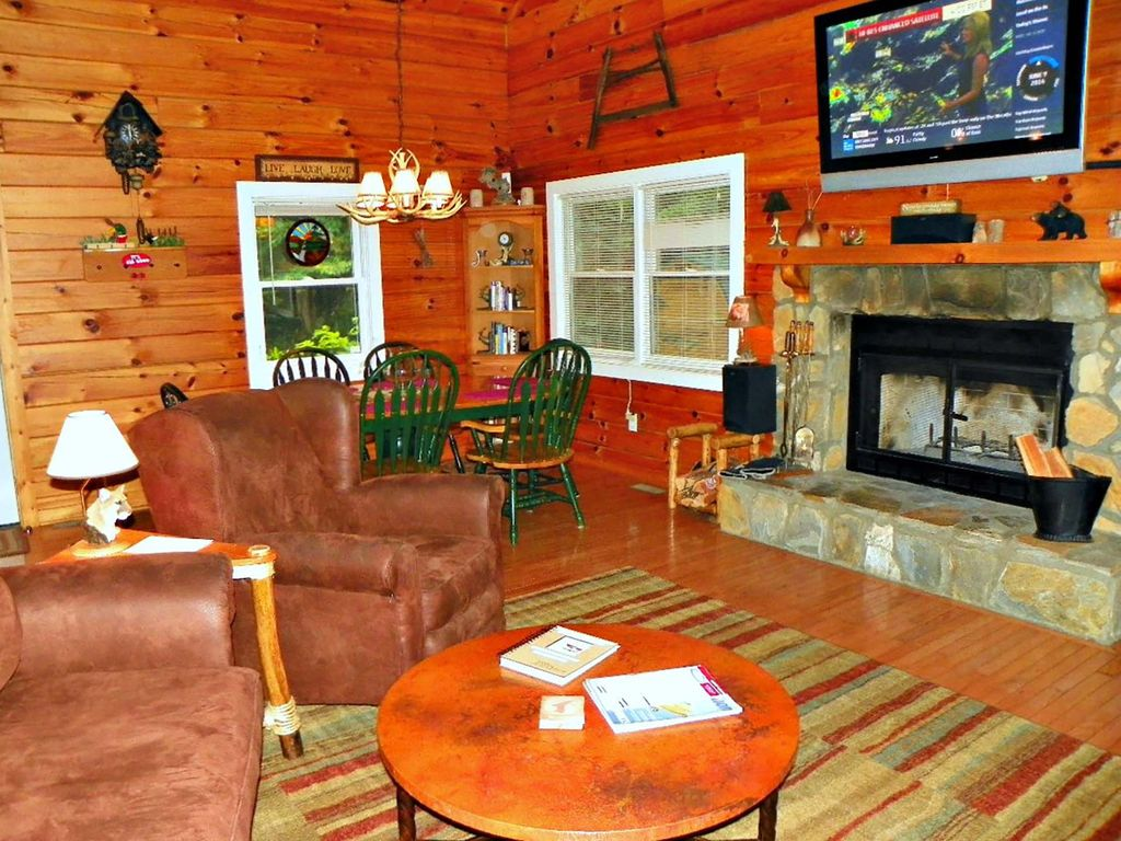 Property Image#6 A Mountain Hideaway   3br 2.5ba   Hot Tub   Mountain