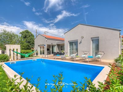 Photo for Lovely contemporary villa with pool near Porec