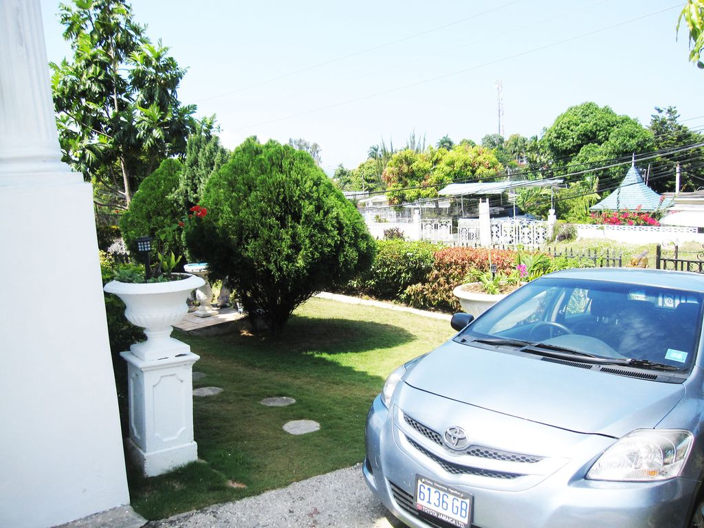 Vacation Rental Near Doctors Cave Beach Along The Hip
