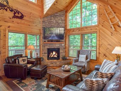 Photo for A Great Escape, 2 Bedrooms, Sleeps 6, Mountain View, Hot Tub, Jetted Tub