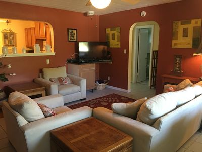 Cozy 2 Bed  Cottage close to Downtown Sarasota and the Beaches
