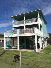 3rd Row Home! Close to everything! Pet friendly, Private Pool, Tiki Bar