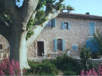 Photo for Charming old farmhouse with swimming pool between Luberon and Alpille