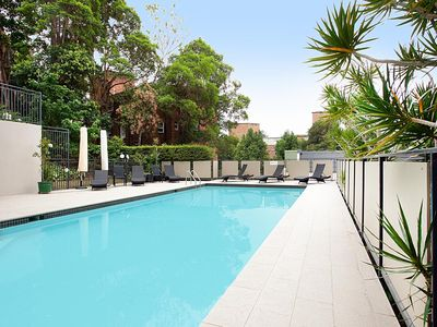 Photo for The Cosmopolitan - 3-Bedroom Stylish Apartment with swimming pool in Double Bay
