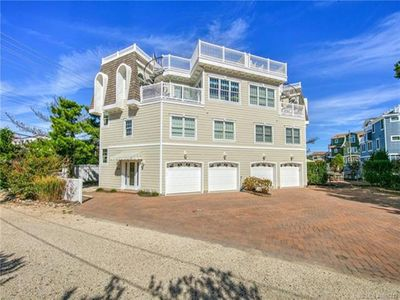 Photo for North Beach Ocean Block Townhome on private lane. Steps to beach.  Beautiful Ocean views & roof top deck.  140605