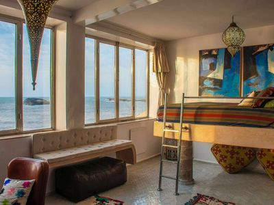 3rd Level Ocean Suite en suite Bath, fireplace,elevated bed for best seaview