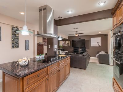 Posh home W/POOL a few minutes from SCOTTSDALE ENTERTAINMENT DISTRICT