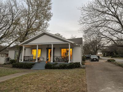 Photo for Stunning 3 bedroom, 3.5 bath home in Historic Weatherford