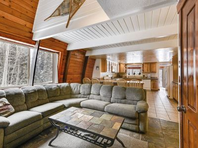 Photo for Spacious 3 story cabin, great for large groups! Upgraded master bath with oversized tub. Pool table