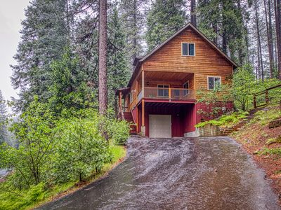 Photo for Inviting Sierra chalet w/ a custom kitchen, wood burning stove, & deck