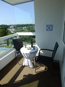 Photo for Cozy apartment in the spa Cuxhaven-Sahlenburg with partial sea view for up to 5 people. The in-house swimming pool (children over 3 years), a sauna, a tennis court and a ping-pong table provide for varied days. The beach is only 200 meters away.