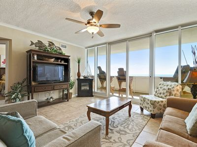 Photo for Upscale 3 bedrooms, 3 baths that sleeps 9 on the 3rd floor