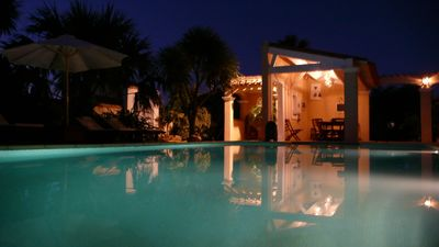 Photo for Luxurious air conditioned villa private heated pool in quiet concierge TV US / GB