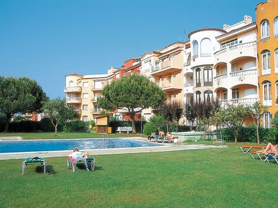 Photo for One bedroom Apartment, sleeps 4 with Air Con, FREE WiFi and Walk to Beach & Shops