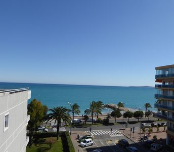 Photo for Comfortable 3 room apartment seafront, 1 minute from the beach.