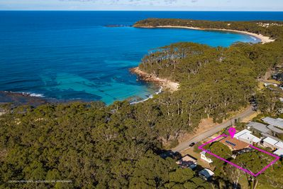 Perfect location just steps to Flat Rock Beach