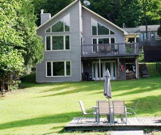 Lovely Family Friendly Lakefront Cottage Perfect for Families Large or Small!
