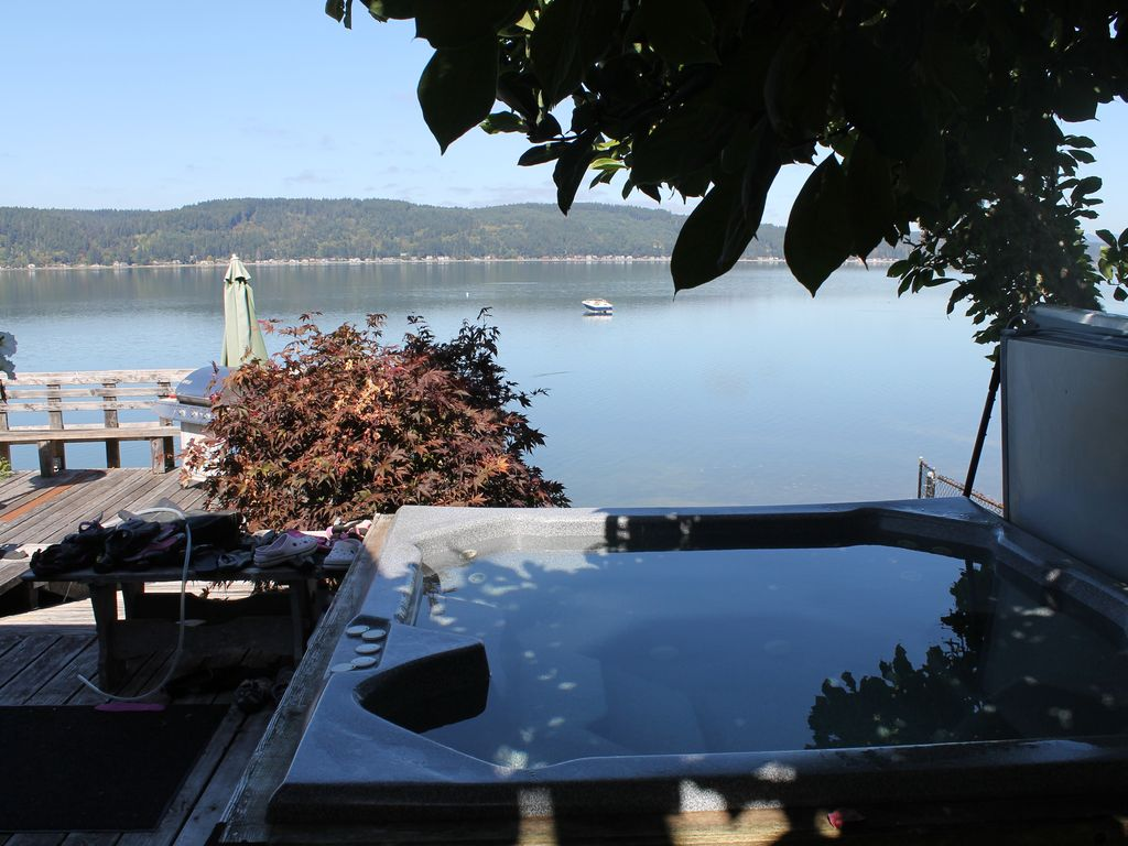 Hood Canal wtrfrnt, 3 bedrms,3 boats hot tub - Belfair