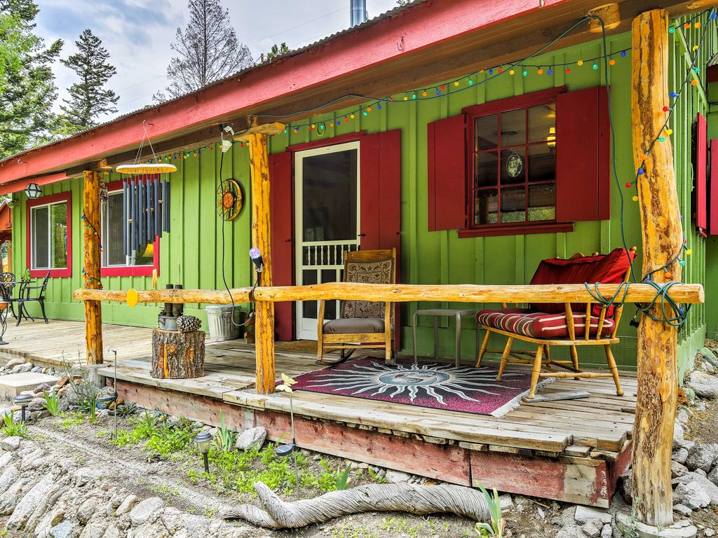 New tranquil 2br buena vista cabin on a creek 2 br for Buena vista co cabins rentals