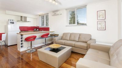 Photo for Walk To Beach & Shops - 4/105 Eggleston Street
