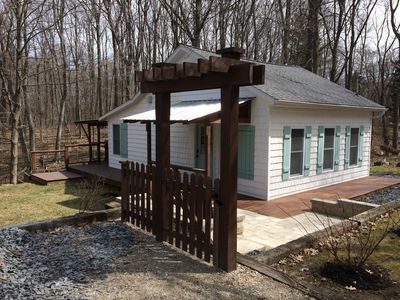 Freshly Remodeled Cottage In Quiet Wooded Area With Quick Walk To The Beach