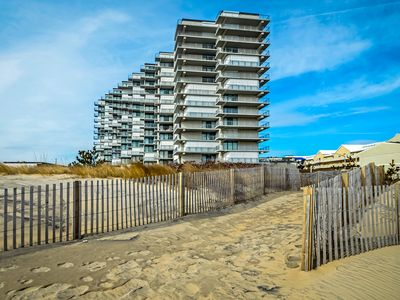 Photo for Suave, comfortable 2-bedroom oceanfront condo with free WiFi, an outdoor pool, and a game room located uptown!