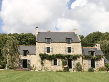 In a green (6ha), 2 large comfortable lodgings welcome you - Gîte La Hunaudaye - Domaine du Bois Riou