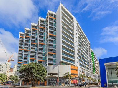 Photo for Penthouse apartment on Auckland waterfront! Large balcony and FREE WiFi!