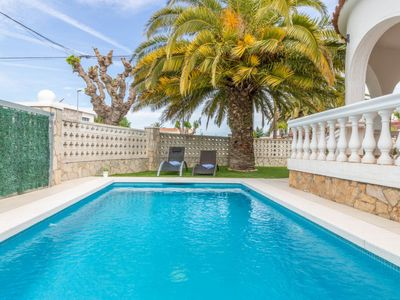 Photo for Vacation home Green House in Empuriabrava - 4 persons, 2 bedrooms