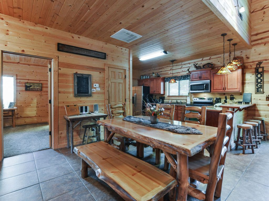 Branson elk is your cabin away from home ridgedale table for Home away from home cabins