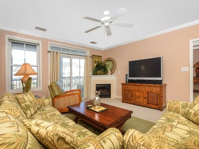Photo for Beautiful and Spacious 3 Bedroom 2 Bath condo in Sunset Island!