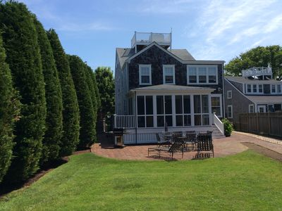 Great Location - Huge Back Yard - Walk To Town