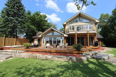 Kawartha Lakes Waterfront, Boating with Hot Tubs Steam Room & Home Theatre