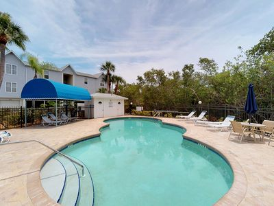 Photo for Beautiful, inviting condo w/shared pool, easy beach access - walk to everything!