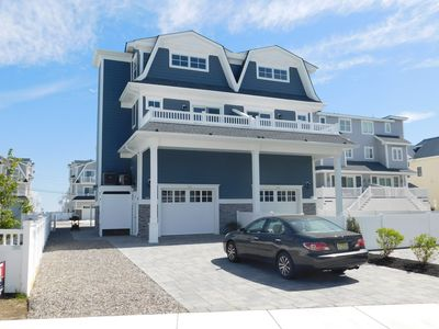 Photo for Beautiful new construction townhome with fabulous bay views!