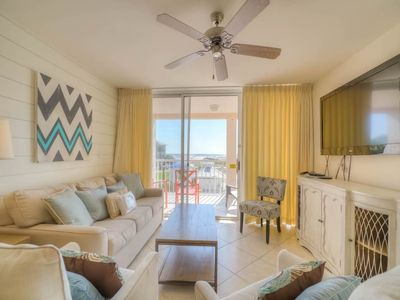 Photo for Gorgeous, condo, Beach service and bicycles included, Close to dining