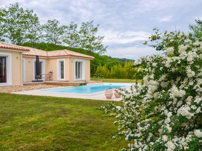 Photo for Modern holiday villa with large private swimming pool near the Dordogne river