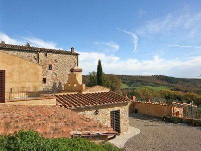 Photo for Cosy apartment for 4 people with pool, WIFI, TV, pets allowed and parking, close to San Gimignano