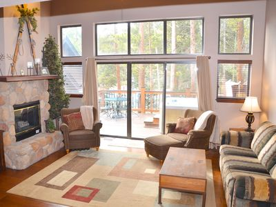 Photo for Beautiful 3 Bdrm/3 Bath, PRIVATE HOT TUB, easy walk to town and lifts