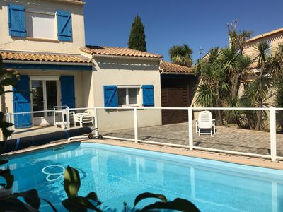 Photo for Beautiful house with garden, swimming pool between sea and Montpellier