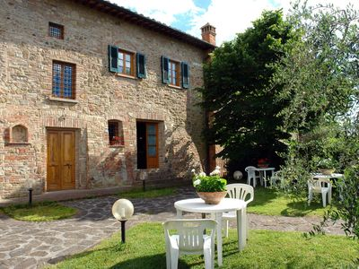 Photo for Beautiful apartment for 4 guests with pool, TV, pets allowed and parking, close to San Gimignano