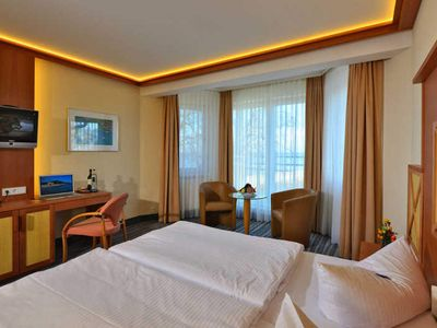Photo for Comfort double room with sea view and roof terrace - Strandhotel Seerose Kölpinsee