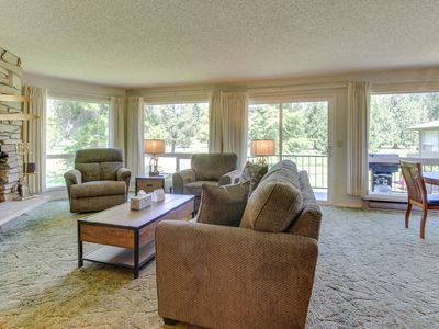 Photo for Charming mountainside condo w/ private balcony - close to golf & Govt. Camp